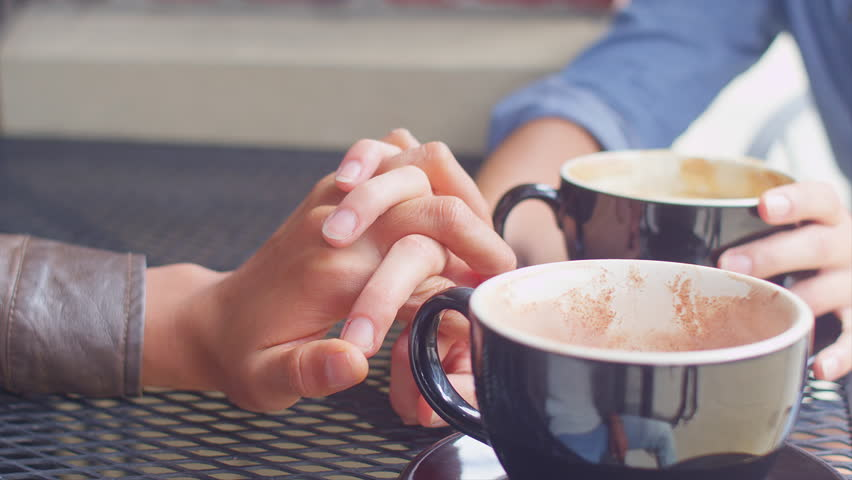 holding-hands-with-coffee